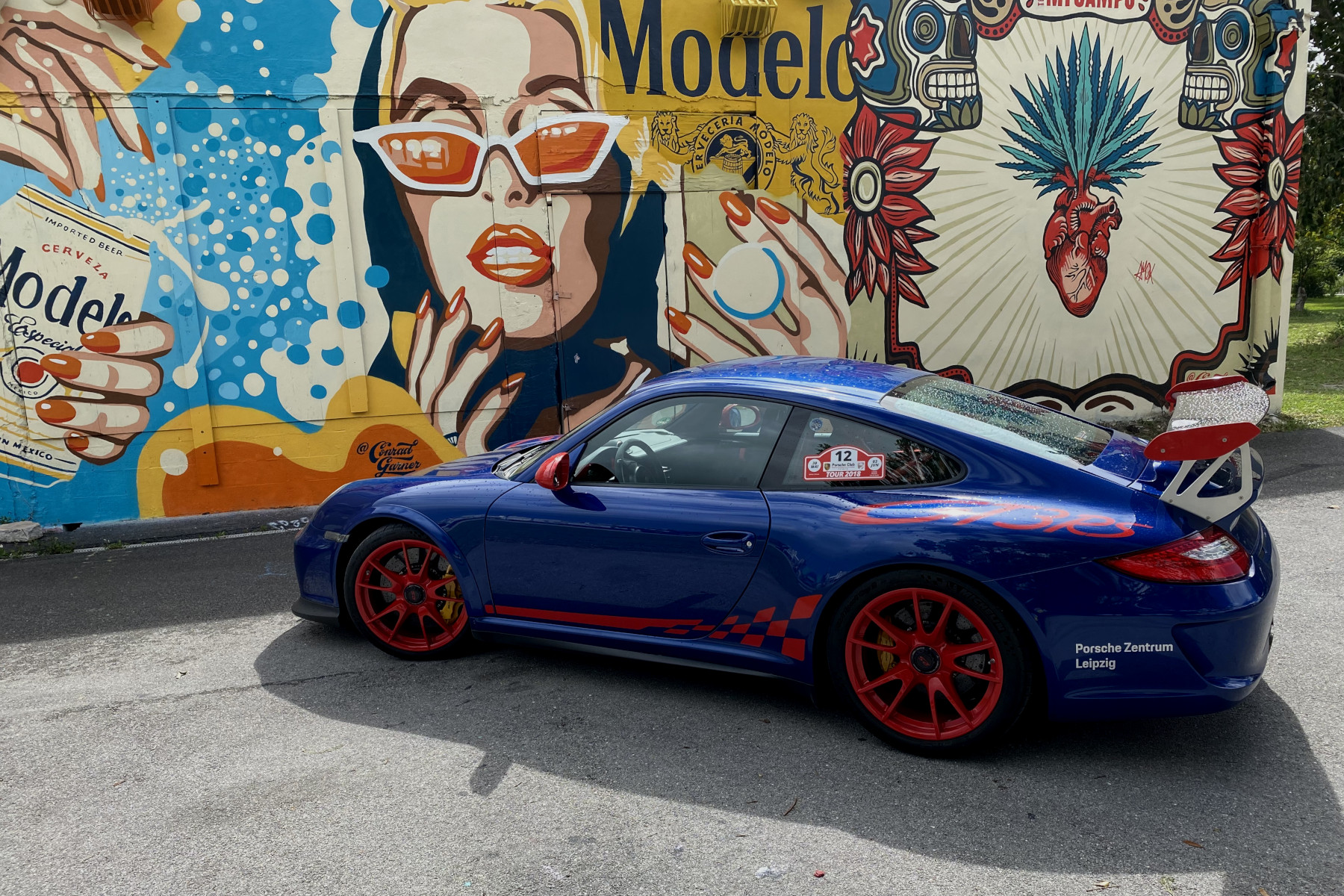 Blue GT3 RS with Conrad Garner Street Art (02)