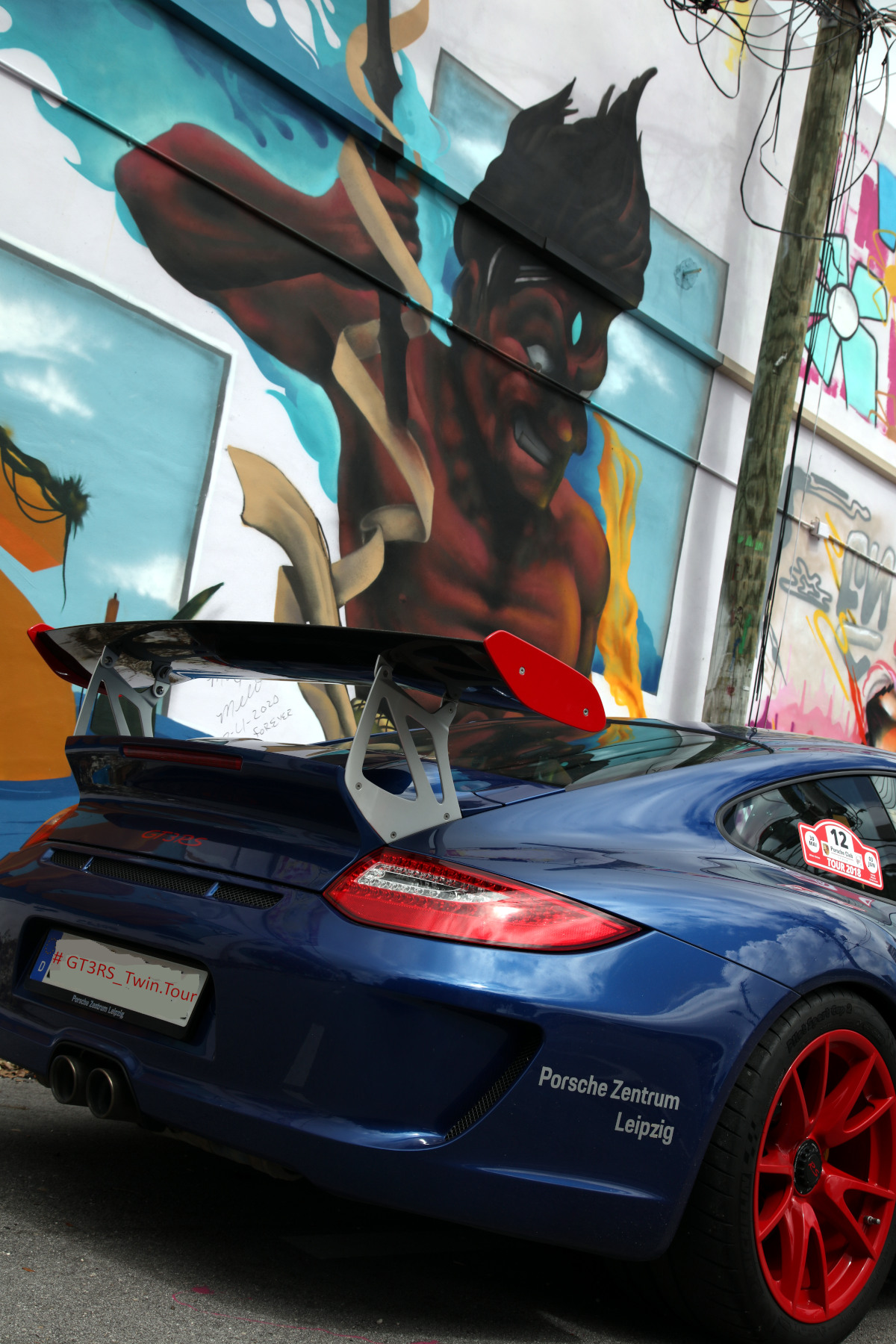 Blue GT3 RS with DIA5 Street Art (05)