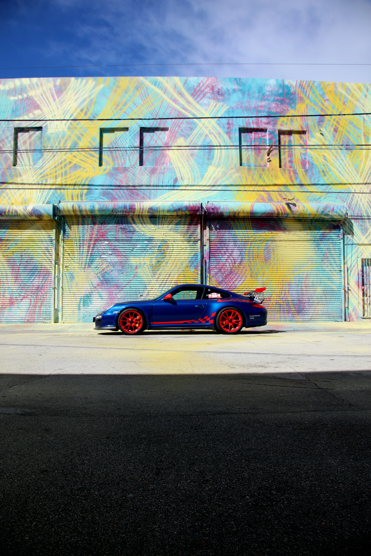 Blue GT3 RS with Hoxxoh Street Art (02)